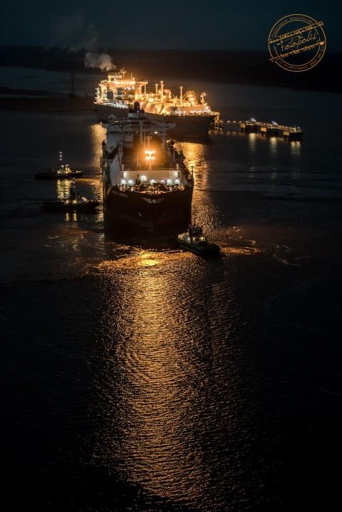 Šventinis rytas prasidėjo pasitinkant į (SGD) terminalą atplaukusį naują dujovežį Arctic Aurora. Photo Andrius Pelakauskas www.fotopolis.lt © 2015.